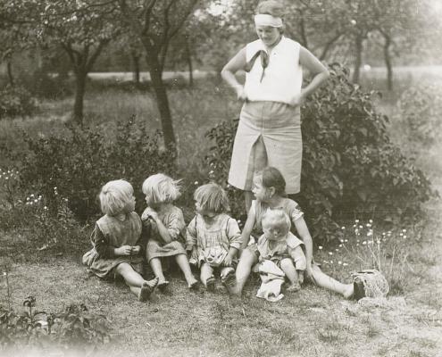 Eggsdorf, die Dorfarmenkinder und ihre Betreuerin Emmy Reußner