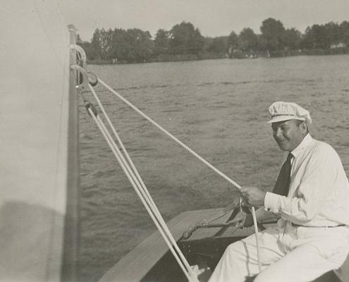 Arthur Thürer mit seiner neuen H-Jolle Pipus H 457
