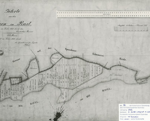"""Karte von den Sumpfwiesen im Rust, vermessen im Jahre 1833. Das Sumpfgebiet des sogenannten """"Rusts"""" wurde mit großen Sandmassen aufgeschüttet und trockengelegt. Der Sand wurde aus dem Aushub des von 1906 bis 1914 ausgebauten Hohenzollernkanals gewonnen"""