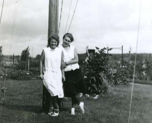 Emmy Reußner (links)