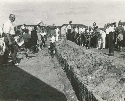 Fundament für den Bootsschuppen wird ausgehoben
