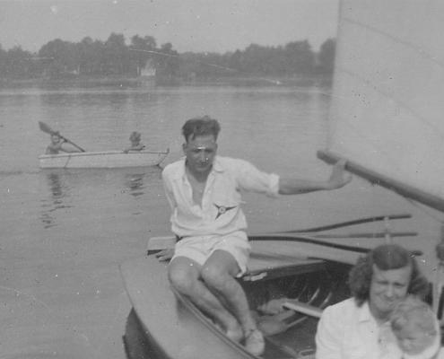 Hilde, Kurt und Manfred Richter auf der O-Jolle 493 (Bj. 1938)