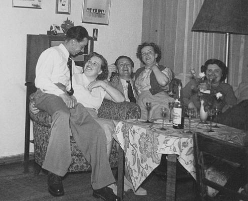 Familie Wollinger, Familie Schäfer und Ursel Krebs bei Richters daheim (von li.)