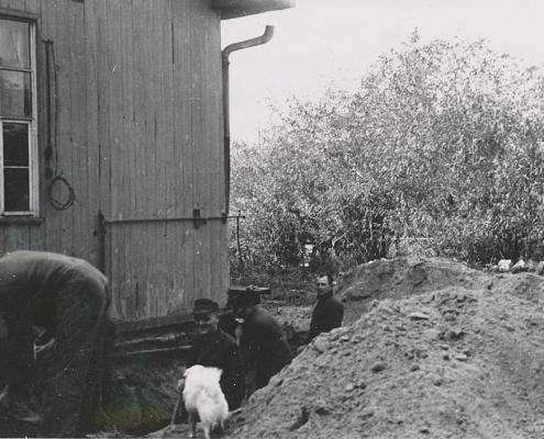 Mit dem Kelleraushub für die Getränkevorräte der Messe und für die Grundwasserpumpe begann der Neubau der Clubkantine