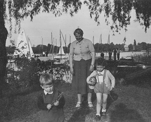 Manfred und Renate Richter mit Großmutter am Hauptsteg