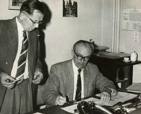 Albert Reußner (links) im Bezirksamt Spandau