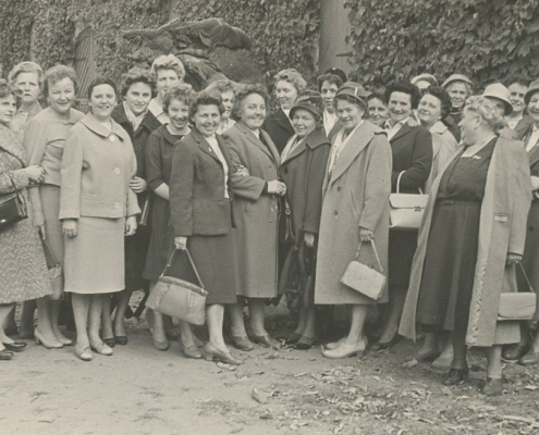 Damenausflug mit Frau Trippens, H. Liebing, L. Segeletz, Korsek, Liesicke, Gina Rückwardt, E. Braschoß (li. außen), Tietsch, M. Richter, Klärchen (re. außen)