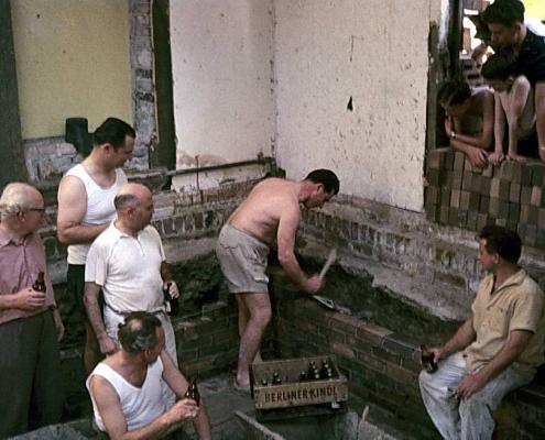 Grundsteinlegung Toilettenbau durch Werner Kunze