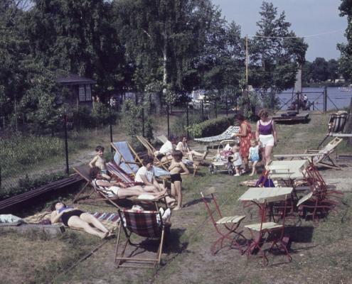 Liegestuhl-Regatta im Sommer