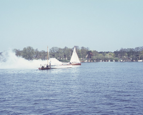 Ansegeln: Motorboot von Wolfgang Birkner in Flammen