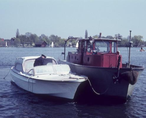 Ansegeln: Feuerlöschboot