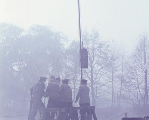 Stegbau im Nebel