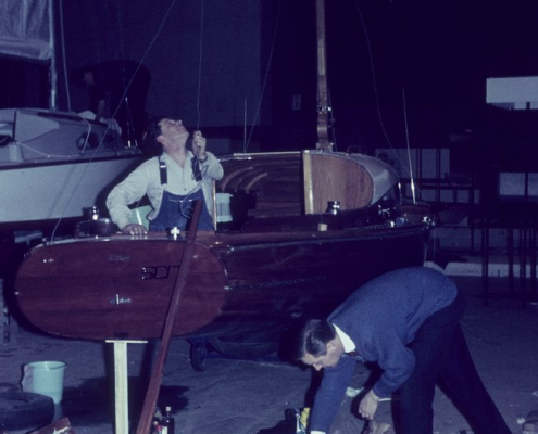 R841 Arbeit am Boot auf der Ausstellung
