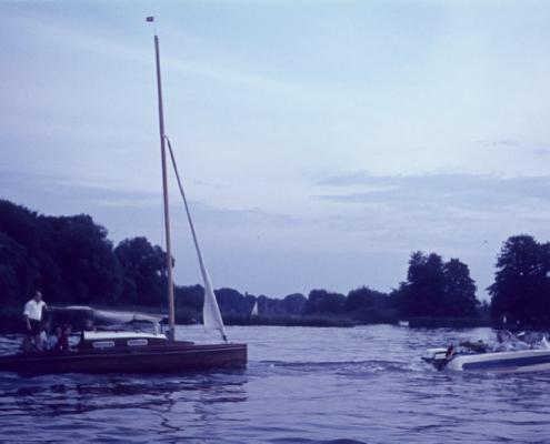 G. Falk mit Motorboot