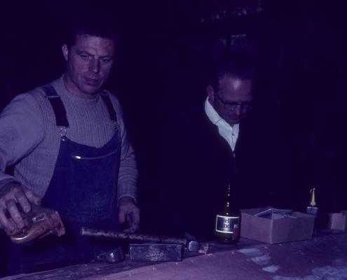 Werner Kunze & Wolfgang Gutsche bei der Arbeit am 986-Pirat