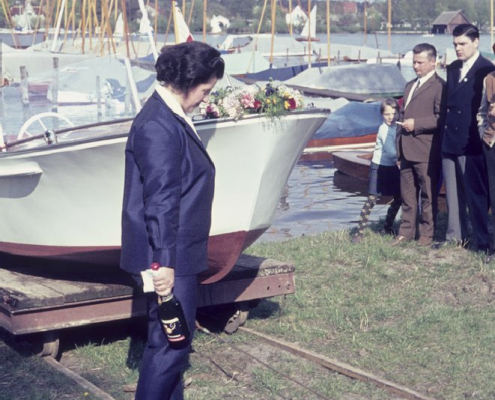 Taufe Motorboot Erwin Uhse: Inge Virgils tauft das Motorboot