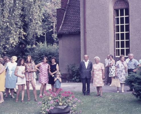 Hochzeit: Manfred und Evelyn Richter: Mitte (Robert und Klara Winkelmann)