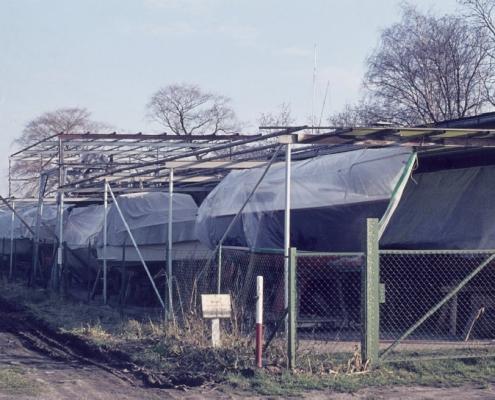 Vordach der Bootshalle vom Sturm abgedeckt