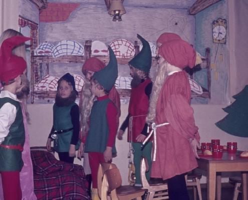 Weihnachtsfeier: Schneewittchen und die 7 Zwerge