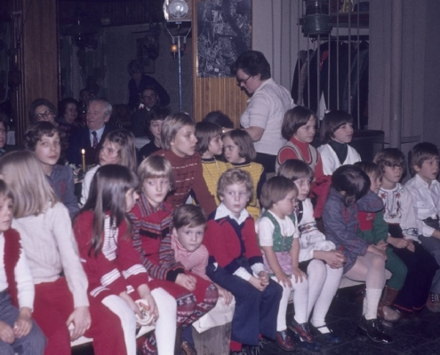 Weihnachtsfeier: hinterer Bereich links: Ruth Ebert, Ute Kaplick & Gisela Lechner