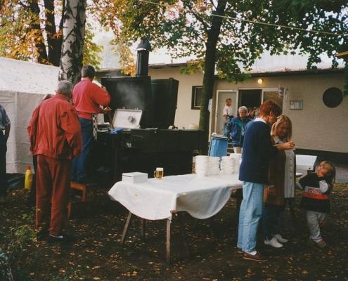 Absegeln 15.10.1995 (Klaus Braschoß, li. (erbsensuppe-geschädigt), Tina Saegert & Karin Rüttimann re.)
