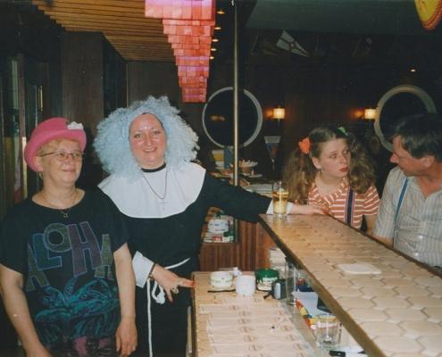 Frau Kremer (Wirtin), Ellen Holtmann und Klaus Großpietsch